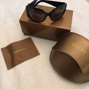 🌸Authentic Gucci Black and White Sunglasses 😎